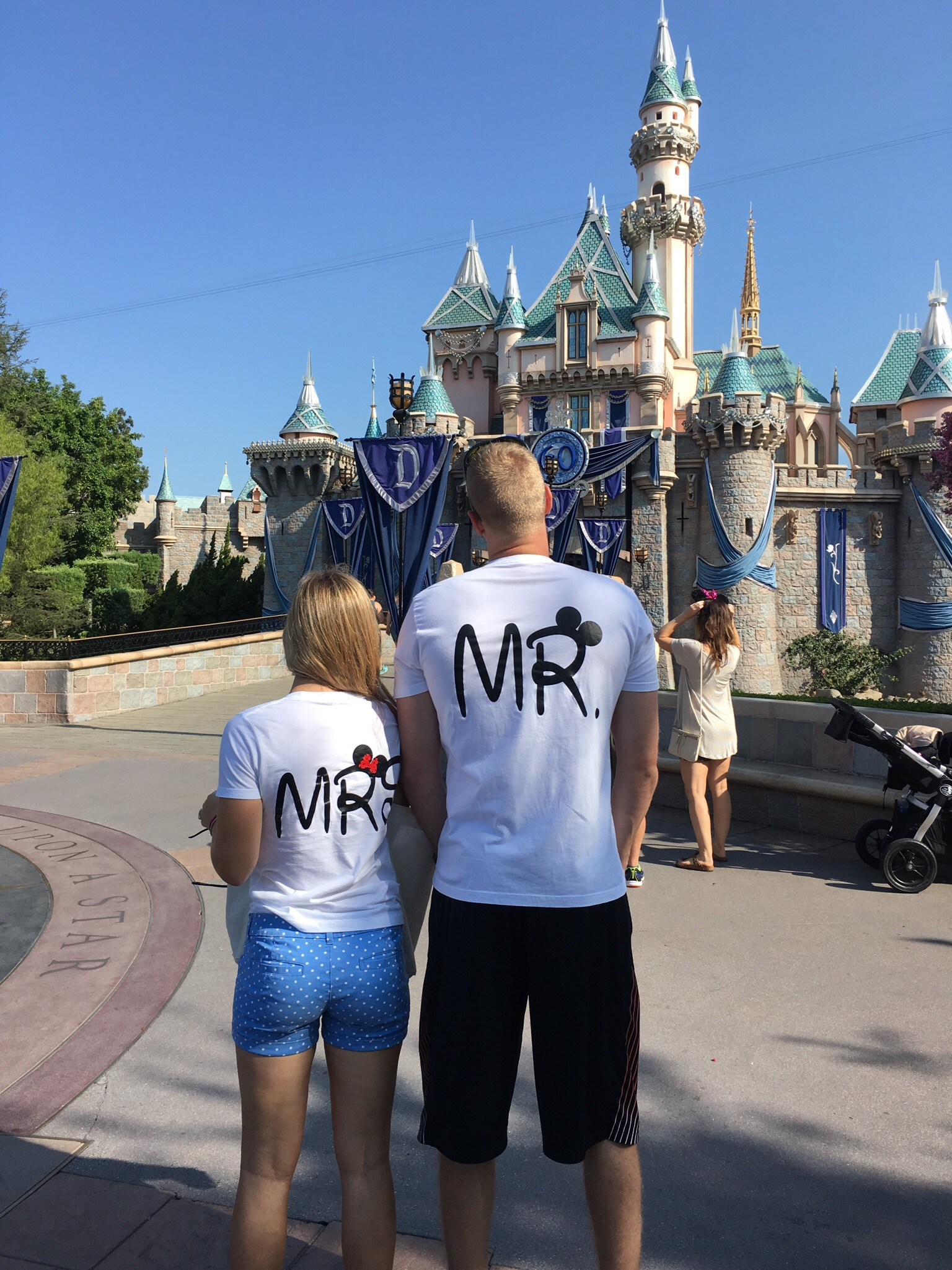 Cute Mickey Minnie Mouse Kissing Mr Mrs married with mickey white tshirts