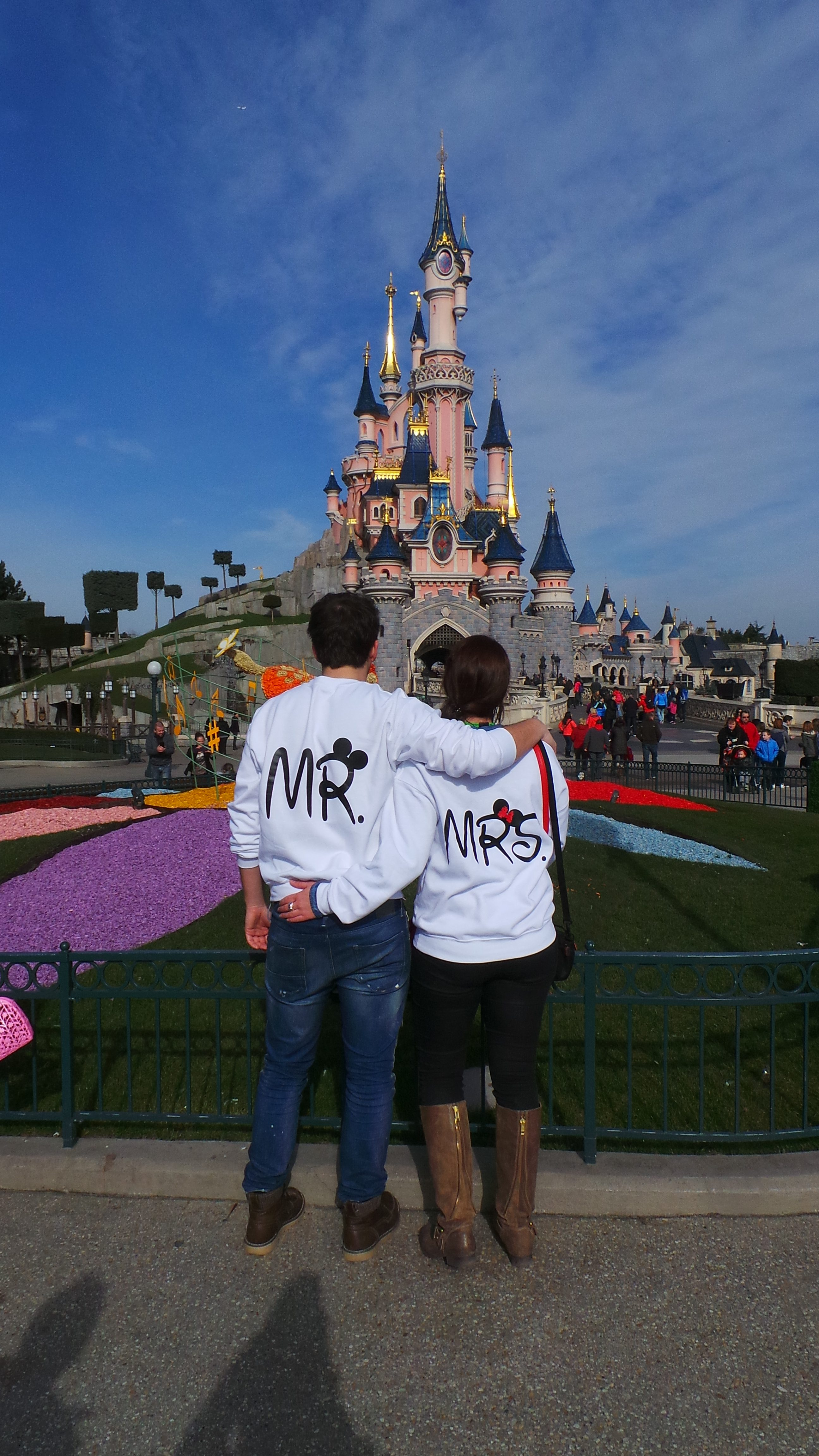 Minnie Mouse And Mickey Mouse Kissing >> Disney Mr Mrs Matching Couple Shirts With Mickey Minnie Mouse Kissing | Married with Mickey